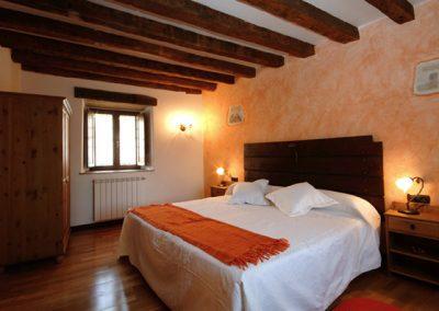 2 habitacion naranja 1